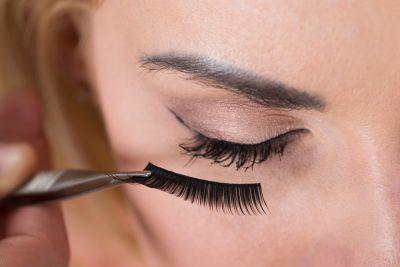 The 10 Best Eyelash Glues to Buy in 2020