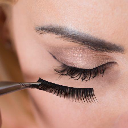 The 10 Best Eyelash Glues to Buy in 2021