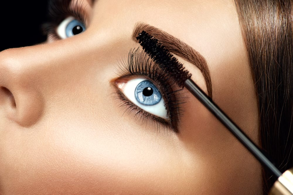 woman applying fiber mascara