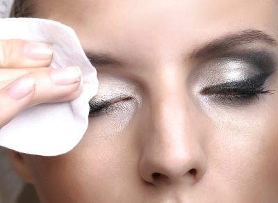 The Best Ways to Remove Eyeliner Effectively & Safely