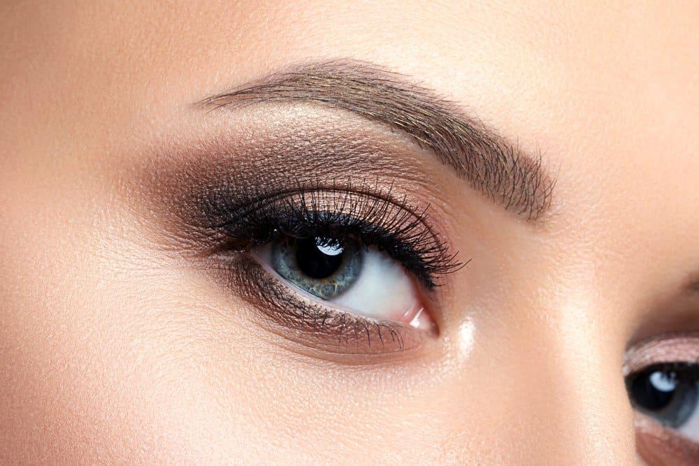 neutral eyeshadow on blue eyes