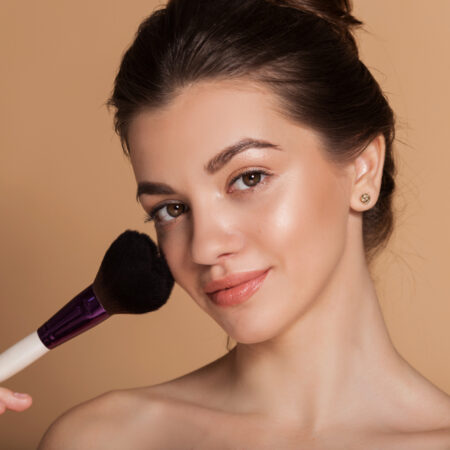 How to Use Face Powder