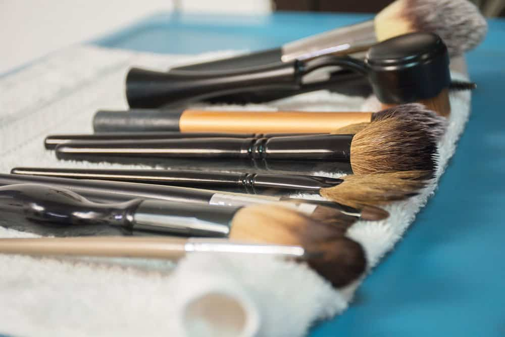 clean makeup brushes drying