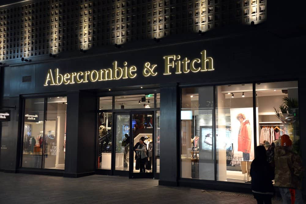 abercrombie and fitch storefront night