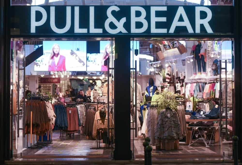pull & bear clothing storefront