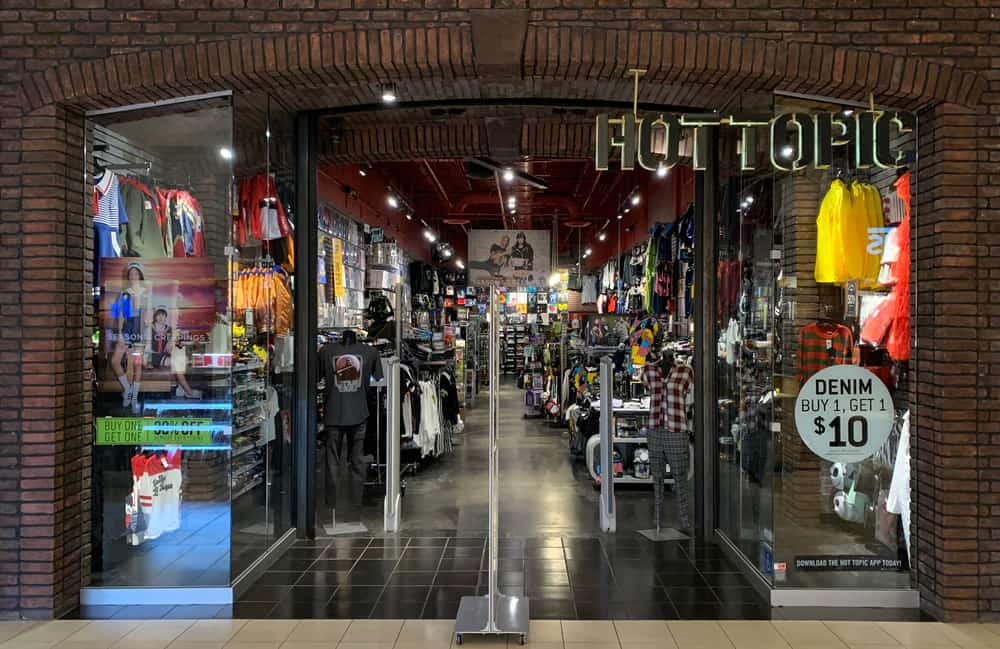 Hot Topic storefront