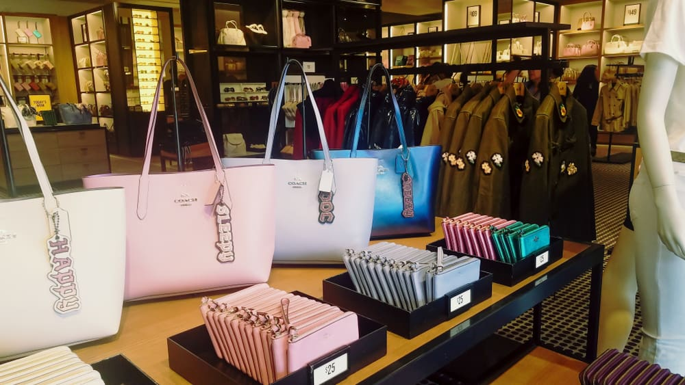 coach store purses wallets