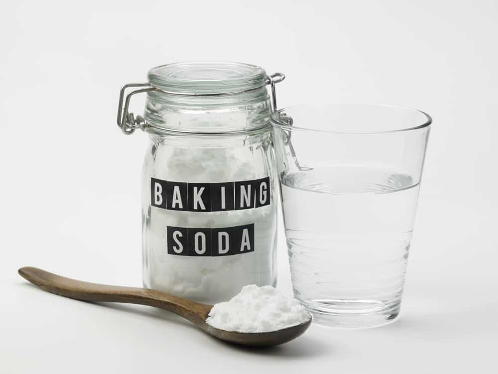baking soda with spoon and water