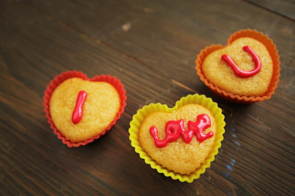 """cupcakes with """"I love you"""""""