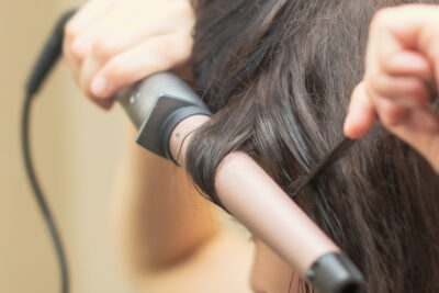 How to Expertly Use a Curling Wand